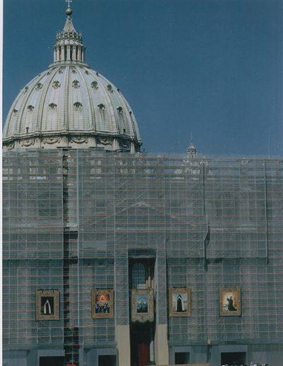 Plaza de San Pedro, Roma. Tapiz de la Madre Maravillas el día de su beatificación