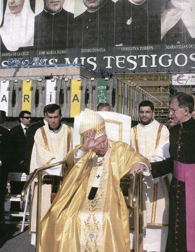 San Juan Pablo II en la ceremonia de la canonización de la Madre Maravillas