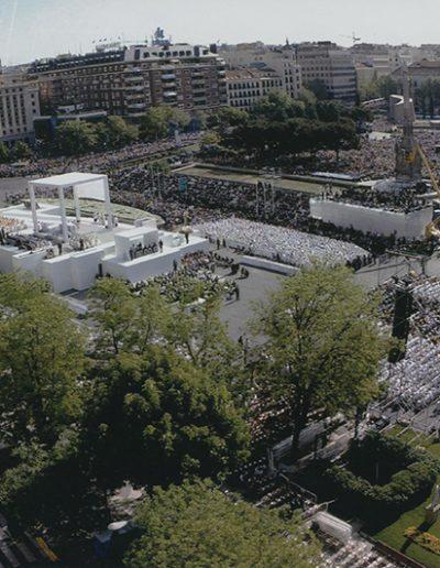 Vista panorámica de la Plaza de Colón, de Madrid, el día de la canonización de la Madre Maravillas