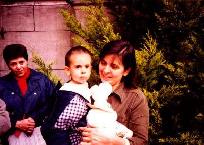 Alicia Silio con su hijo Manuel, el 23 de julio de 1998, cinco días después del accidente